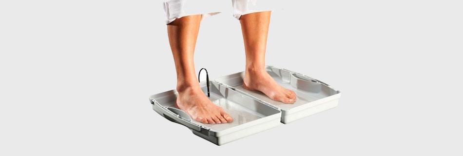Как избавиться от запаха ног и потливости у женщин и мужчин - причины и лечение
