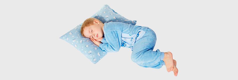 Фото: основные причины холодного пота у детей во сне