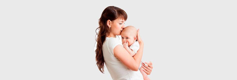 Фото: почему женщина может сильно потеть после родов ?